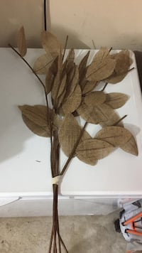 Brown leaf decor