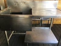 Restaurant Stainless Steel Table with Sink Toronto, M4L 1A4