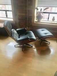 black leather padded rolling chair Toronto, M5A 1R6