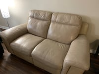 Leather love couch  London, N6K 4L3