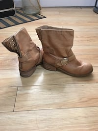 pair of brown leather boots Edmonton, T5E 4B4