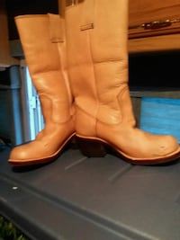 pair of brown leather boots Fairfax, 22032