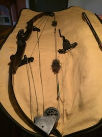 1980's Bear compound bow Perry, 48872