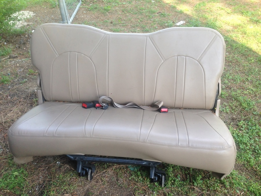 letgo ford expedition 3rd row seat in la fayette ga. Black Bedroom Furniture Sets. Home Design Ideas