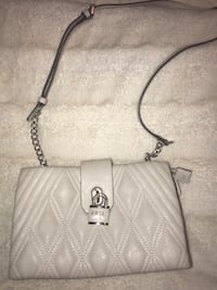 leather guess cross body purse Vancouver, V6H 2A1