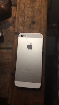 Silver iphone 5s 16gbs unlocked