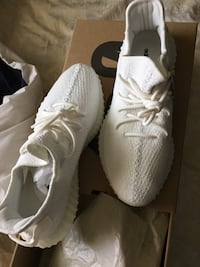 pair of white Adidas Yeezy Boost 350 with box 2250 mi