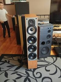 Pair of Paradigm monitor 11 v.2 tower speakers Crofton, V0R 1R0