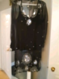 Black and turquoise long top with long sleeve. Whitby, L1N 9E2