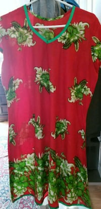 red and green floral print top XL  Brampton, L6S