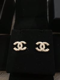 Authentic Chanel 2018 Mini CC Gold Earings  Puslinch, N1H