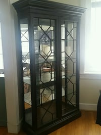 Pennsylvania House Curio cabinet with glass shelve 26 mi