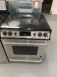 Stainless Steel Frigidair glace top stove Montreal