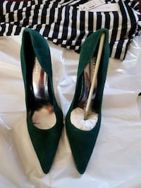 pair of green pointed-toe pumps Calgary, T3J 3C8