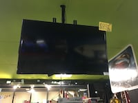 "Insignia 32"" Tv w/ Wall Mount"