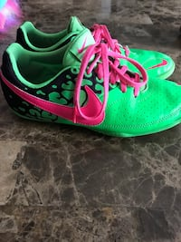 Pair of green-and-pink nike running shoes Brampton, L6R