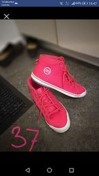 rosa high-top sneakers skärmdump