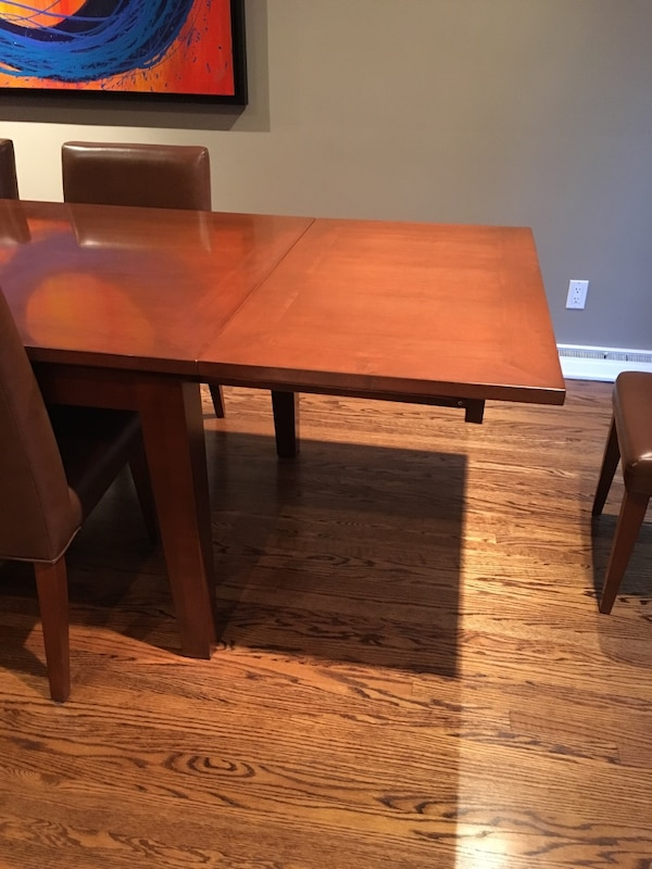 Large wood dining table **must be picked up by Monday before noon** eafebe30-0690-4171-807a-eee58d62e420