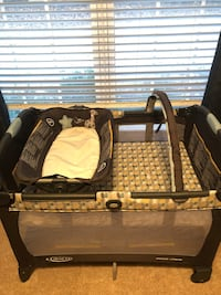 Graco Pack-n-Play + Infant Bassinet AND reversible napper! Smyrna, 30082