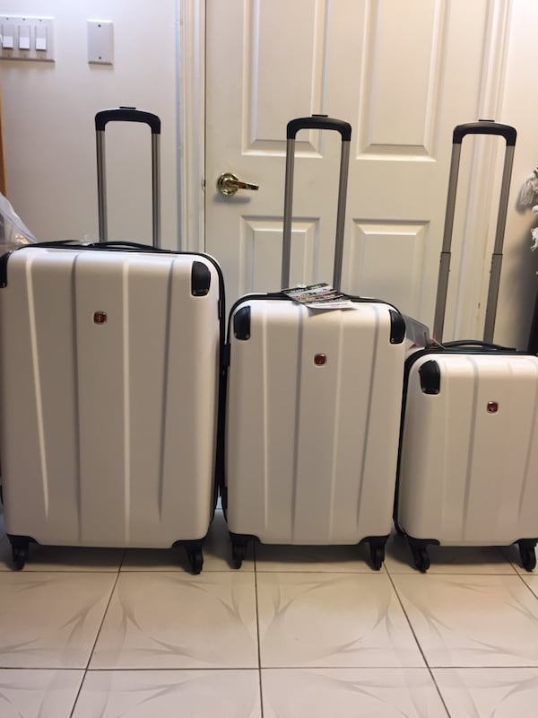 New Set of Swiss Gear Suitcases / Luggage 0