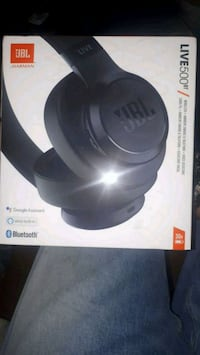 JbL live wireless headphones.  Maple Ridge