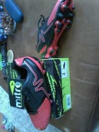 pair of black-and-pink Nike running shoes Ottawa, K1N 8E4