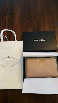 *new* Prada Saffiano leather medium wallet Fairfax, 22031