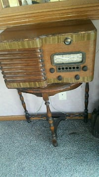 vintage brown and gray wooden radio Monee, 60449