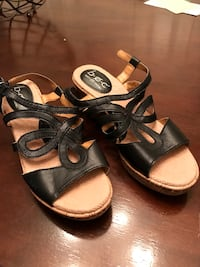 pair of black-and-white sandals Boise, 83713