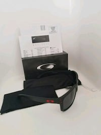 black and gray framed sunglasses with box El Paso, 79936