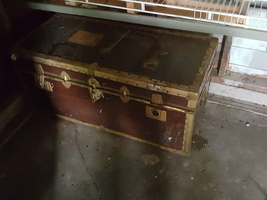 brown and beige trunk chest