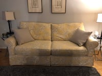Alan white couch paid 1500 - 4 years old looking for 500 or best offer  Toronto, M9C 1G1