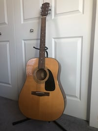 Fender DG-8S Acoustic Guitarist  Chicago, 60657