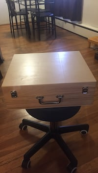 Small trunk with handle Burnaby, V5H 3M6