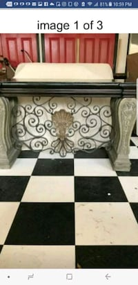 Foyer table high end moving must go asap excellent Woodstock, 30188