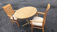 36x36 round table with 2 chairs good condition Allentown, 18109