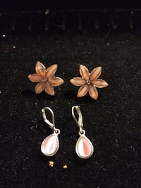 pair of gold-colored butterfly earrings Hamilton, L8L 6M8