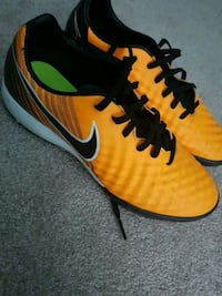 6.5 womens soccer shoes Pickering, L1W 2P4