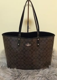 Coach large reversible Tote Mississauga, L5V 2Y8
