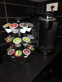 Keurig coffee maker and coffee cup holder (coffee cups included) Montréal, H3C