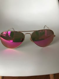 gold-colored framed Ray-Ban aviator sunglasses 541 km