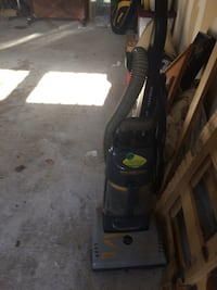 Black and gray vacuum cleaner Annandale, 22003