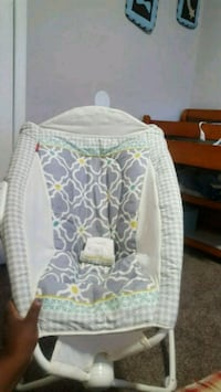 Fisher price baby rocker white and green color Macon, 31204