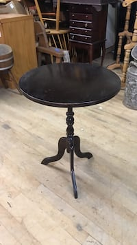 round black wooden pedestal table Washington, 20010