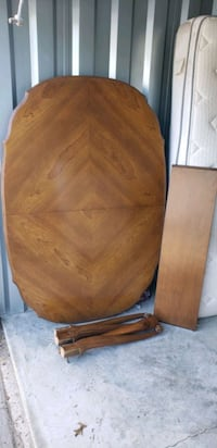 BEAUTIFUL HARD WOOD TABLE WITH EXPANSION LEAF CAN DELIVER