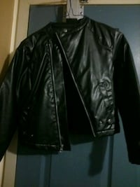 Kids coat size small pick up only  London, N5W 2Y8