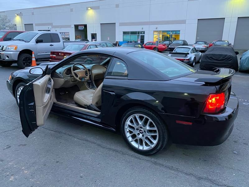 Ford-Mustang-2004 2cfb7913-4714-4616-b830-80a80968aba0