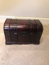 Small  vintage treasure chest  Sterling, 20166