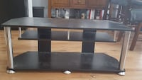 Tv stand. Fits 42 inch Brantford, N3V 1E2