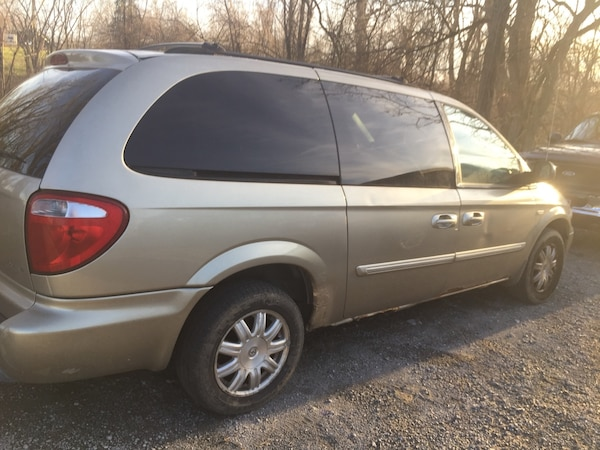 Chrysler - Town and Country - 2006 5b5bbe45-bdc1-4224-b980-34bf28145746